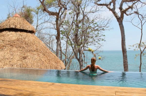 Isla Palenque's infinity pool.